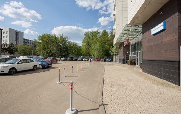 Гостевая парковка около Бизнес-центра